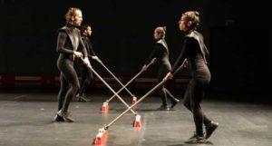 Un ballet avec des balais au Grand Théâtre, au Luxembourg.