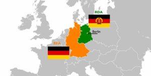 Carte géographique politique de l'Allemagne de l'Est (RDA) et de l'Allemagne de l'Ouest (RFA) et de leurs drapeaux