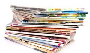 Une pile de magazines