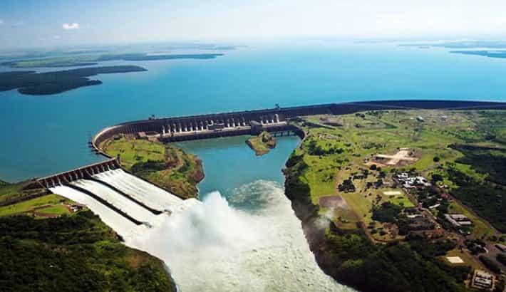 Le barrage d'Itaipu entre le Paraguay et le Brésil.