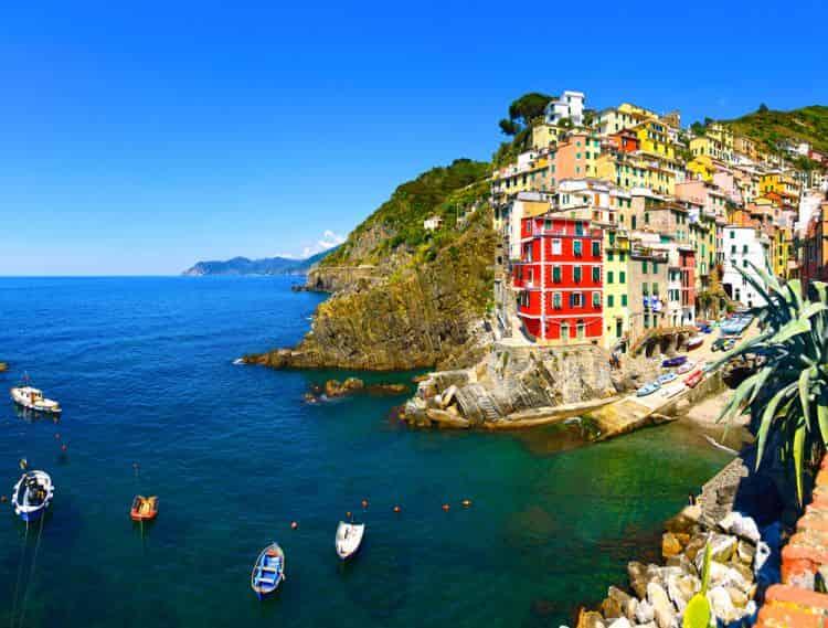 riomaggiore_cinque_terre_italia