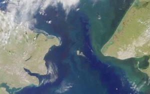 Les îles Diomède situées au milieu du détroit de Béring qui sépare le continent asiatique du continent américain.