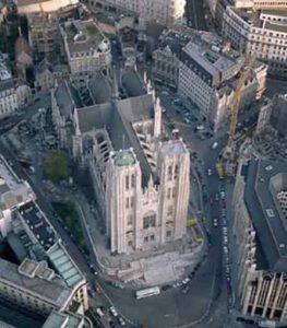 La cathédrale Saint-Michel et Gudule, vue aérienne, Bruxelles de nos jours.