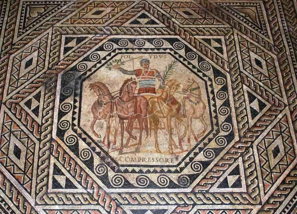Mosaïque Trèves Polydus course char quatre chevaux rome empire gladiateur