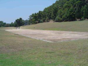 Le site du Stade d'Olympie où se déroule les épreuves de course, aujourd'hui (et vide, ce qui est rare !)