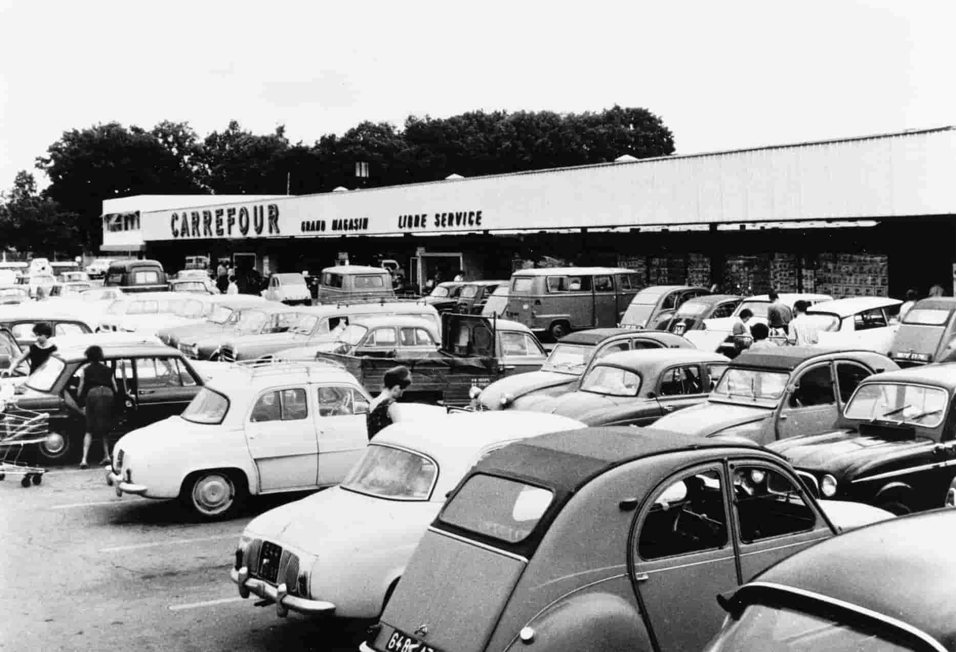 Inauguration du premier hypermarché de France, le Carrefour de Reuil Malmaison le 15 juin 1963.