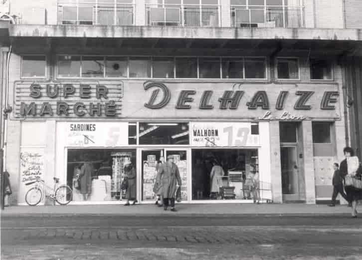 premier_supermarché_delhaise_1957_flagey