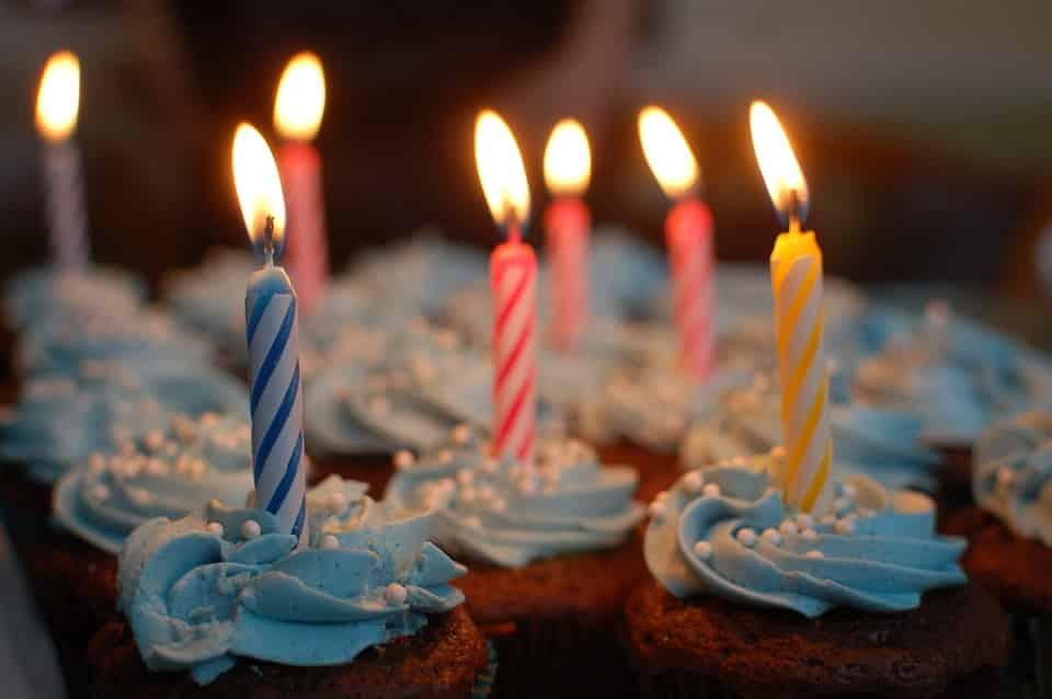 Combien de bougies pour quel âge ? Bougies d'anniversaire et gâteaux surprises