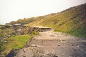 Glissement de terrain sur une route