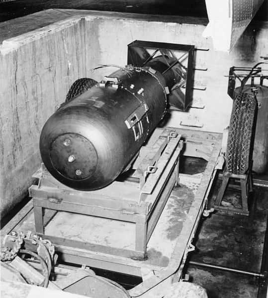 Quel est le nom de la première bombe atomique ?