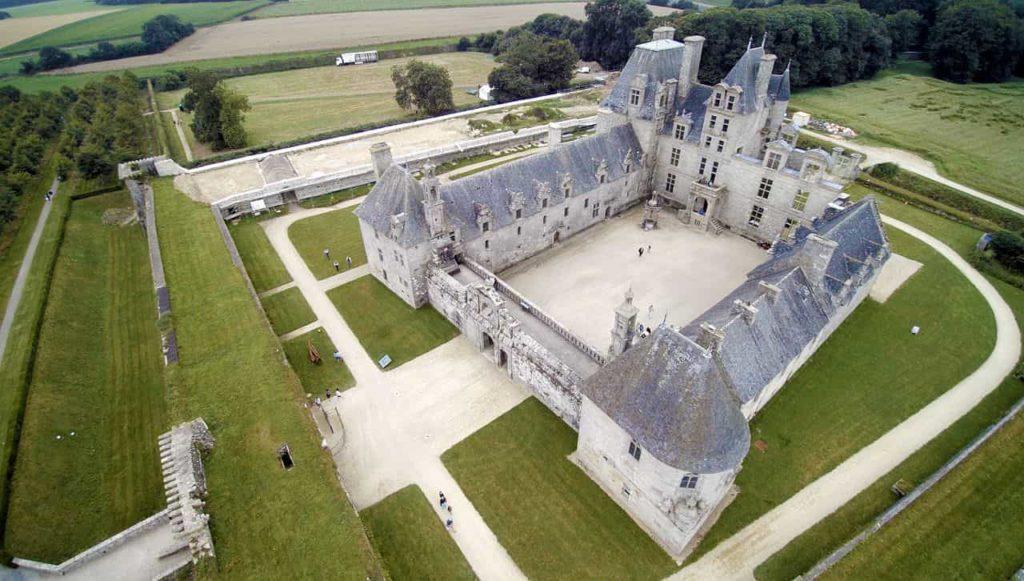 Quelle est la différence entre un château et un manoir ?