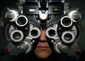 Que fait un opticien ou un ophtalmologue ?