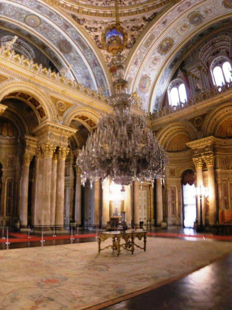 Les lustres de Baccarat dans les palais